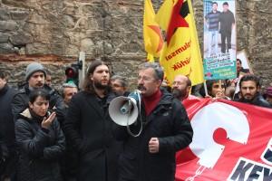 Demonstration vor dem Devrimci Karagah Prozess gegen die sozialistisch-kommunistische Linke in der Türkei