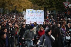 Tausende Menschen beteiligen sich Flüchtlingsdemo in Berlin